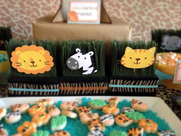 ) Safari animal theme based party